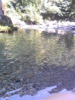 阿多古川での水遊び